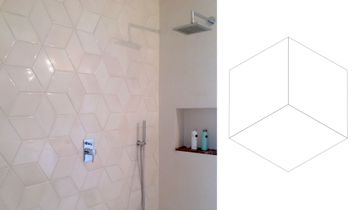 Rhombos in color AUBADE - a geometric pattern here used on the back wall of the bathroom