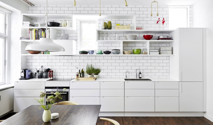 This kitchen has it all including a wall tiled all the way to the ceiling with Classic 9 x 22 cm