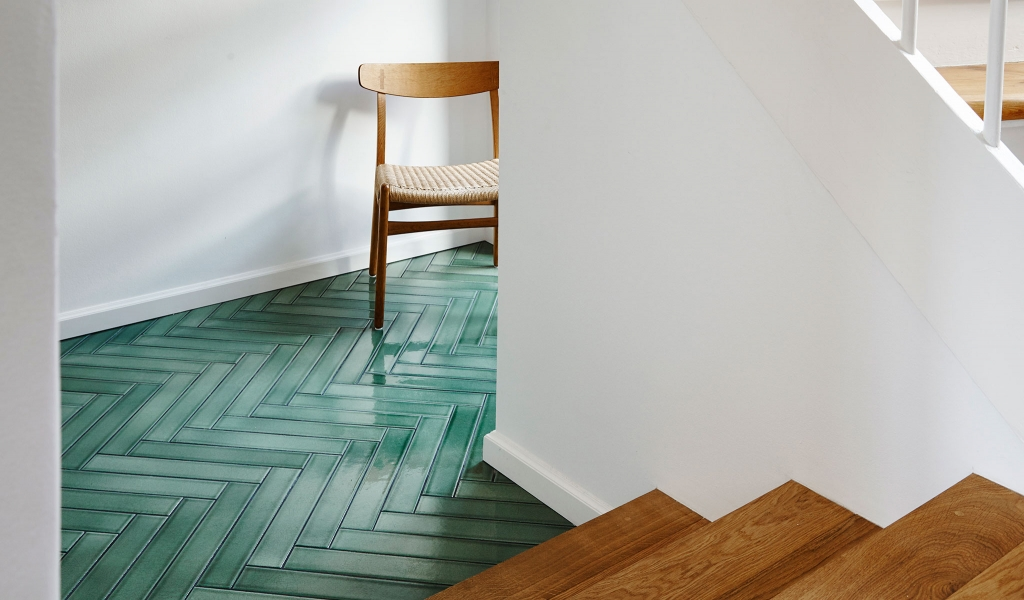 Next to Carlsberg this perfectly renovated townhouse with Parquet / Pine on the floor in the entrance hall