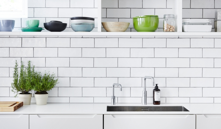The Classic tile 9 x 22 cm tile gives the open kitchen a fashionable and industrial look